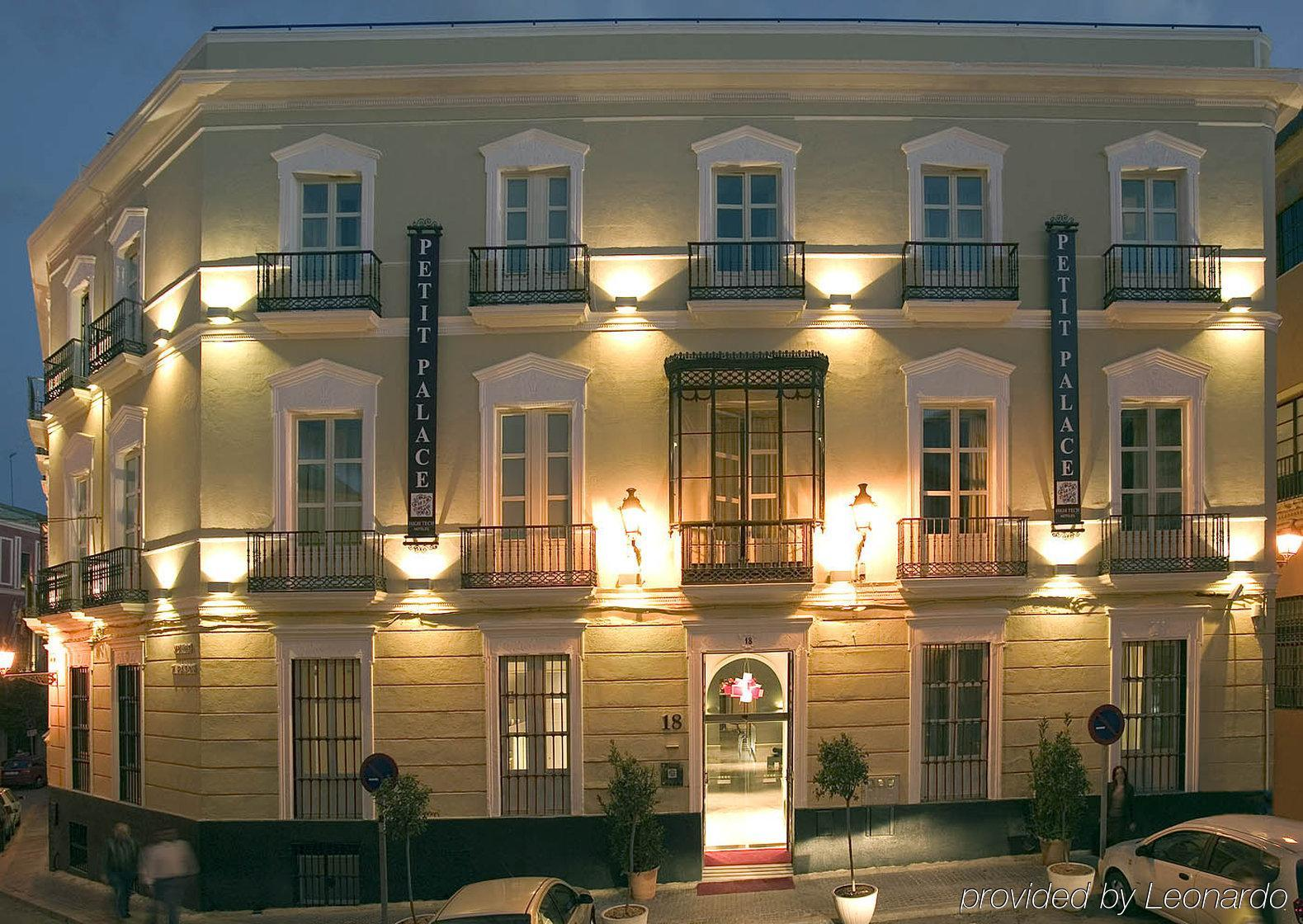 Hotel petit palace santa cruz seville for Hotel palace